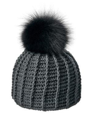вязаная шапка с меховым помпоном