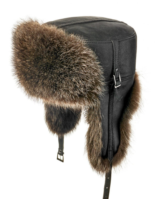 Мужская шапка из меха енота