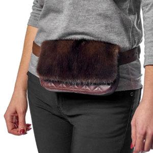 Поясная кожаная сумка с мехом норки
